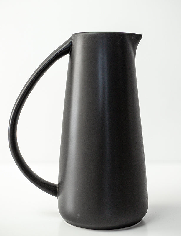 STONEWARE PITCHER - MATTE BLACK