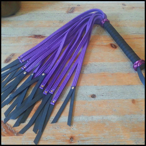 Viper Flogger - With Added Bite!