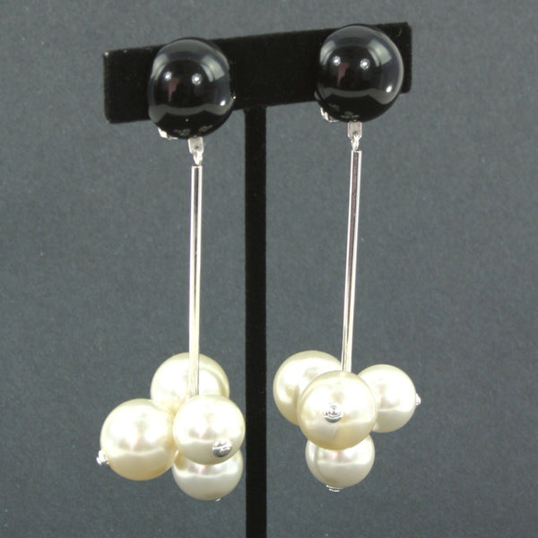 resin black and pearl grape clip earrings