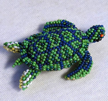 Sea Turtle Pin - Beaded Animal by Jose Reanda