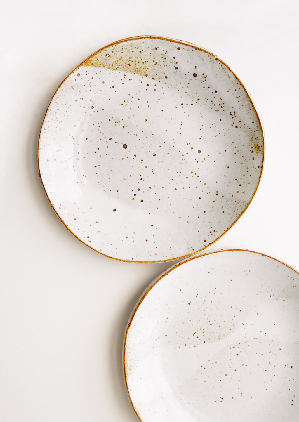 Glossy White: Rustic Ceramic Plate in Glossy White - LEIF