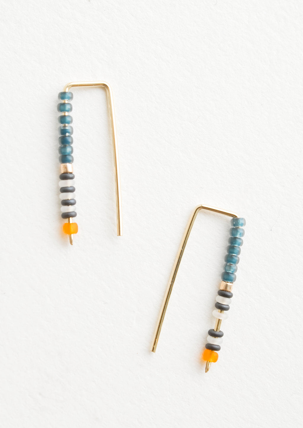Petrol / Orange: Staple shaped earrings in gold metal with stacked glass seed beads on one side in a mix of colors