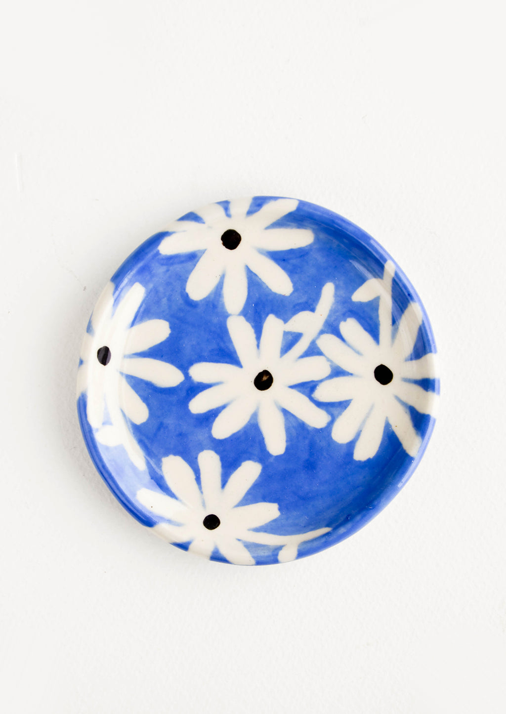 Blue Daisy: Small, round ceramic dish in blue with black and white daisies
