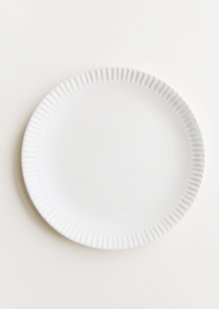 Matte White / Side Plate: Plate in matte white with etching detail around rim.