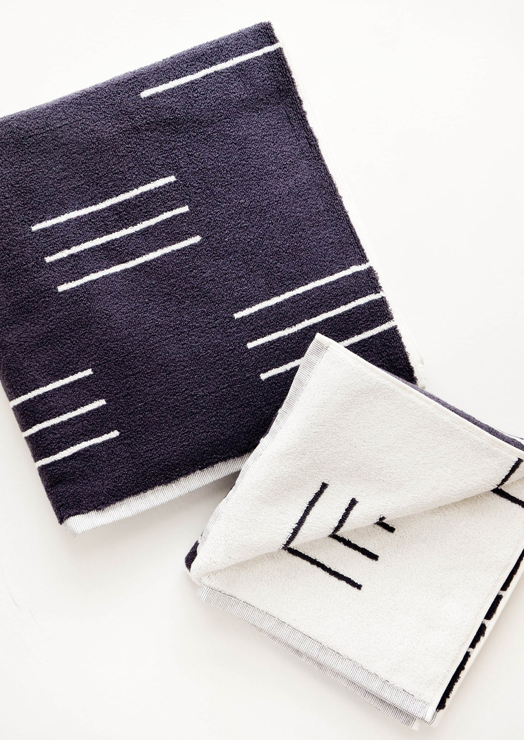 Charcoal Dash / Bath Towel: Set of reversible jacquard weave terrycloth towels in dark grey with modern white line print