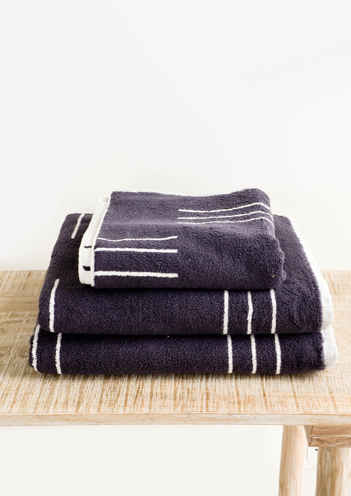 3: Set of terrycloth towels in dark grey with modern white line print