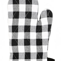 Buffalo Check / Black: A black and white buffalo check oven mitt.