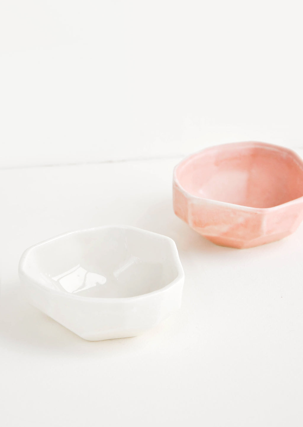White: Faceted Mini Ceramic Dish in White - LEIF