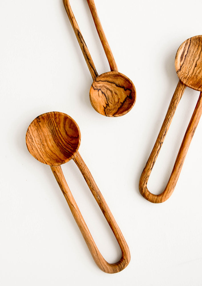 1: Wooden spoons in decorative grained olivewood, with hollow loop-shaped handles