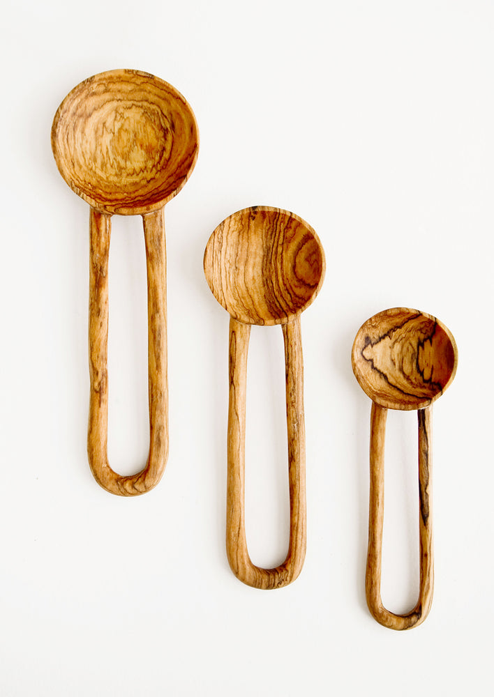 2: Wooden spoons in decorative grained olivewood, with hollow loop-shaped handles in three incremental sizes