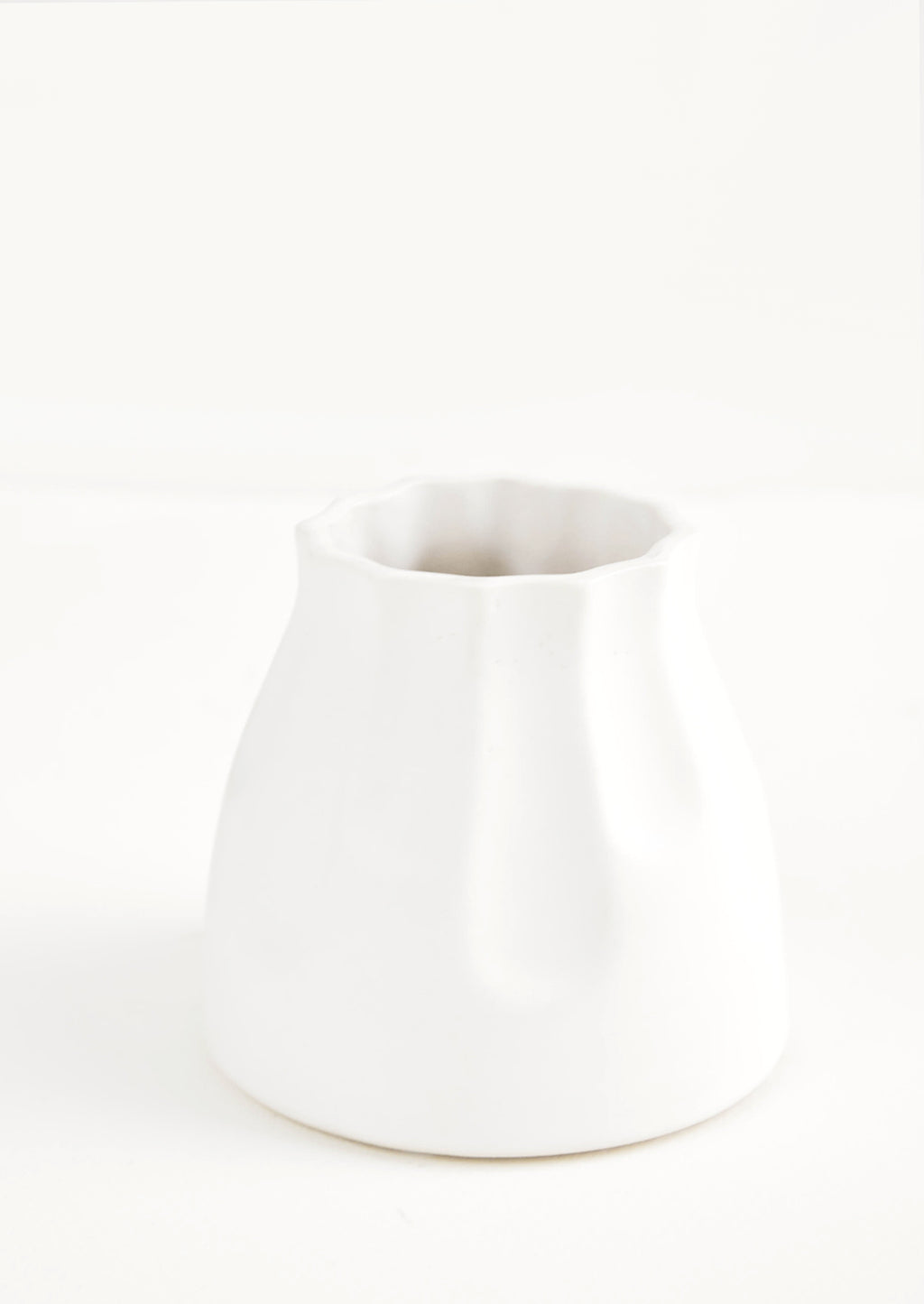 2: Small and round mini ceramic vase in white with fluting detailing along top