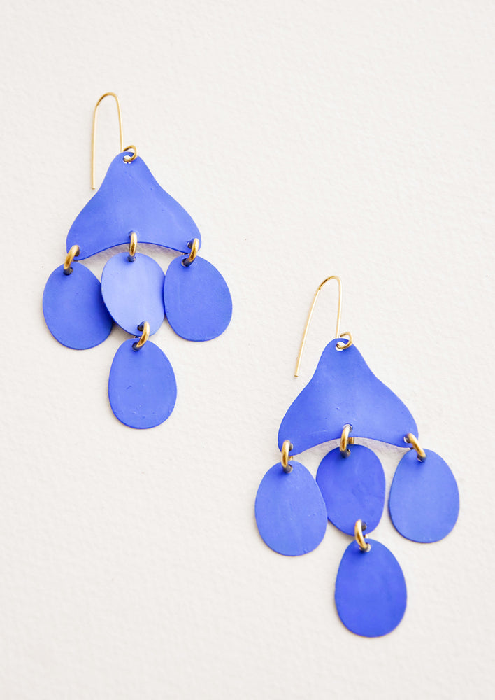 Cielo: Dangling earrings featuring 4 oval shape charms in matte bright blue metal hanging from an asymmetric triangle in the same color.