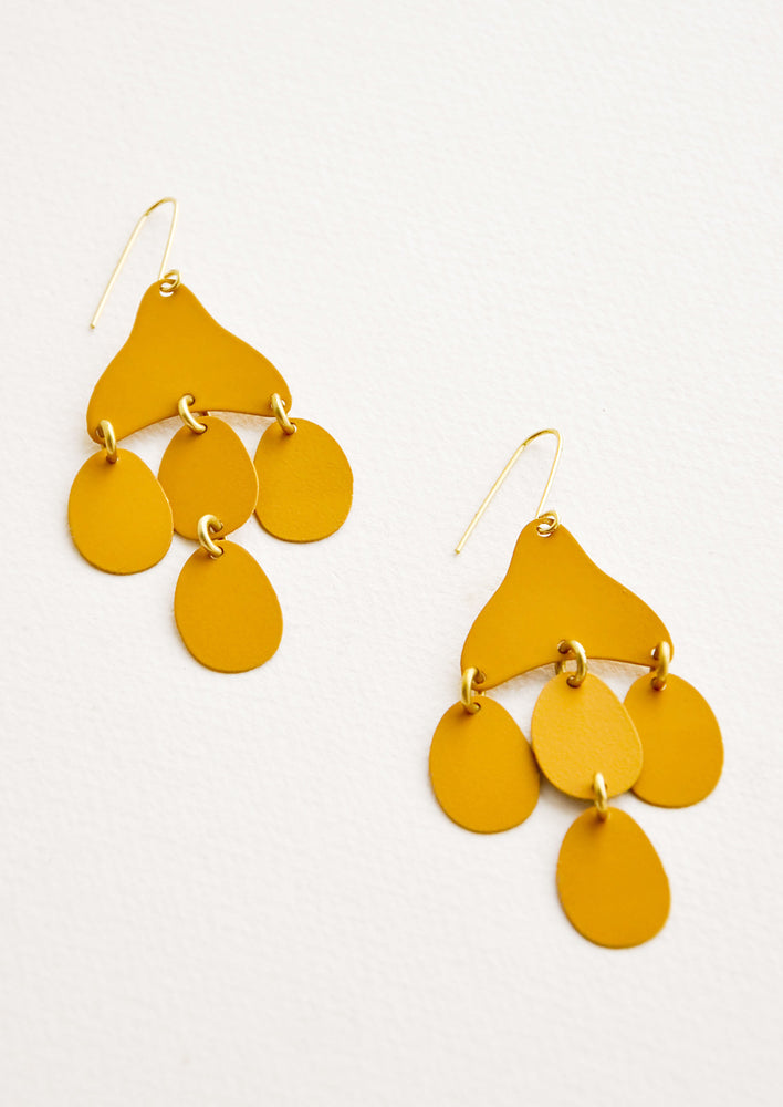 Saffron: Dangling earrings featuring 4 oval shape charms in matte dark yellow metal hanging from an asymmetric triangle in the same color.