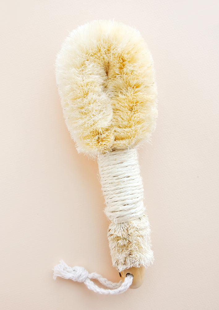 1: Wooden brush with twine wrapped handle and exfoliating head