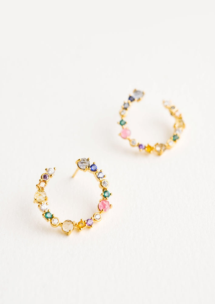 1: Curved, hoop-like earrings in colored crystals in a mix of sizes and shapes