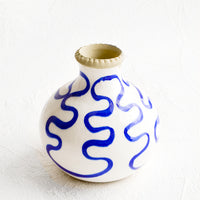 Short: Short bud vase in glossy white ceramic with cobalt blue squiggle print