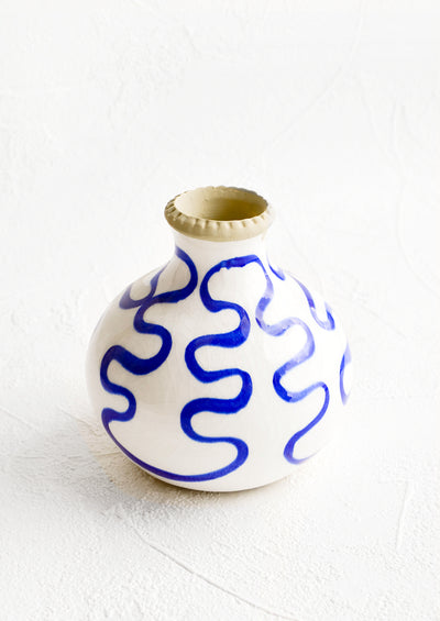 Short bud vase in glossy white ceramic with cobalt blue squiggle print
