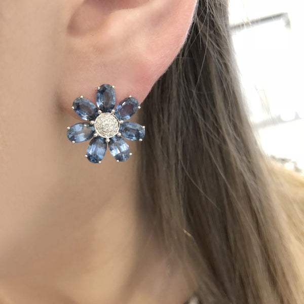 18K WHITE GOLD SAPPHIRE AMY FLOWER STUDS