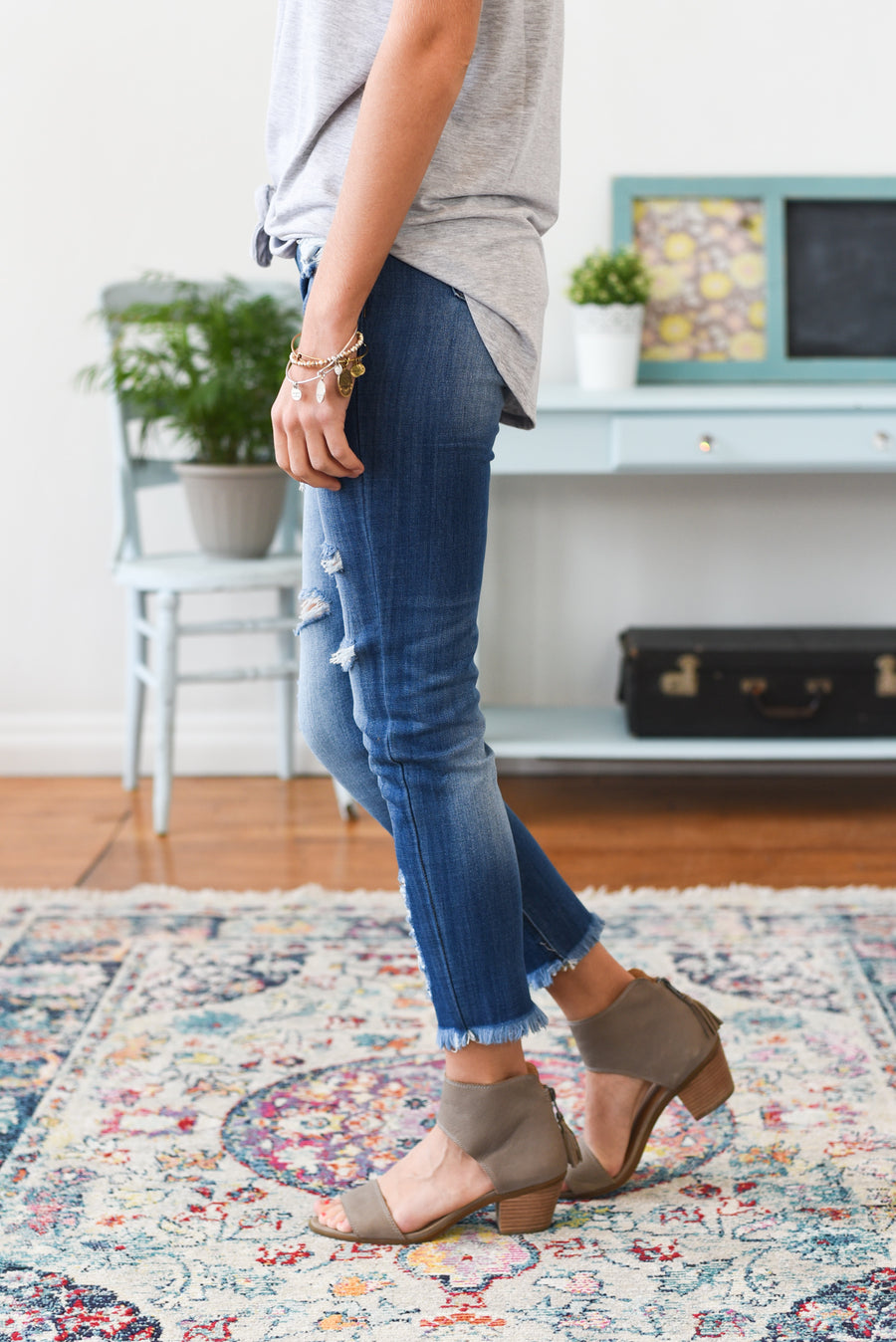 Olivia Mid Rise Distressed Kancan Jeans