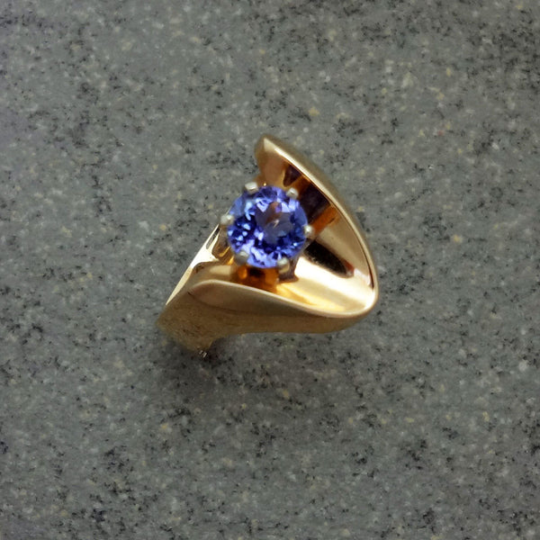 Tanzanite ring 14k European, counter balance shank Handmade USA Jan David Jewelers