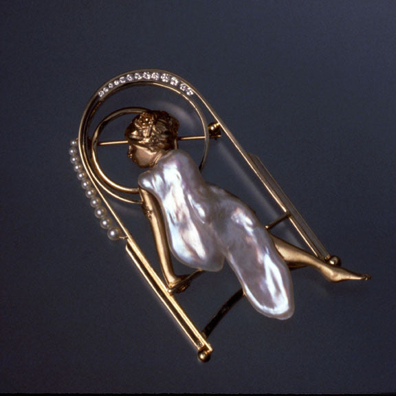 "18k Gold International Award Winning Pin, ""Lisa"""