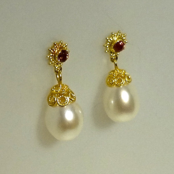 22k Gold Gorgeous Pink Sapphire and Freshwater Pearl Pierced Earrings