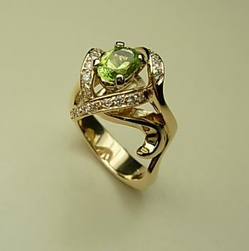 A beautiful oval Peridot, 0.81ct, and 23 bright set Diamonds at 0.27tcw set in 14kt gold