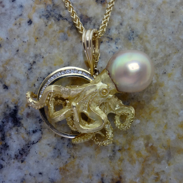 Octopus pendant in 18kt gold with golden pearl and diamonds handmade by Tosa Fine Jewelry