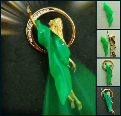 Vinca, a custom Chrysoprase brooch 18k Gold Diamonds handmade by Jan David USA