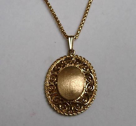 Filigree Locket - Handmade in 14k Gold