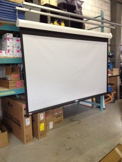 "Draper 206082 Luma 2 Manual Front Projection Screen (58x104"")"