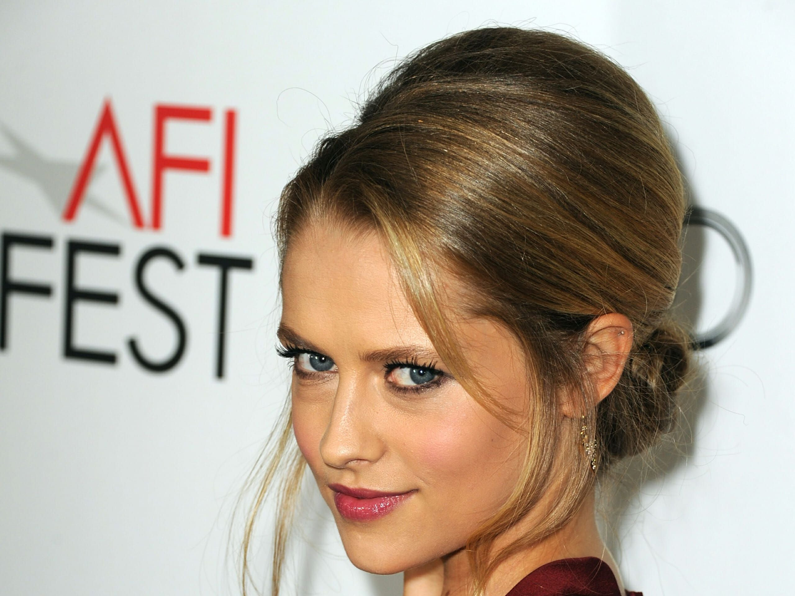"HOLLYWOOD, CA - NOVEMBER 08: Actress Teresa Palmer arrives at the ""Lincoln"" premiere during AFI Fest 2012 presented by Audi at Grauman's Chinese Theatre on November 8, 2012 in Hollywood, California. (Photo by Kevin Winter/Getty Images For AFI)"