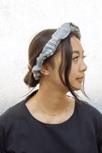 Load image into Gallery viewer, Nin Scrunchie Crown
