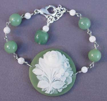 Vintage Cameo Green Bracelet Romantic Jewelry