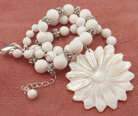 Loyal Love White Daisy Necklace Flower Jewelry