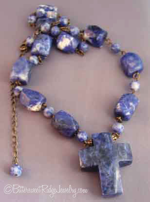 brwp1227434 Chunky Deep Blue Gemstone Cross Necklace