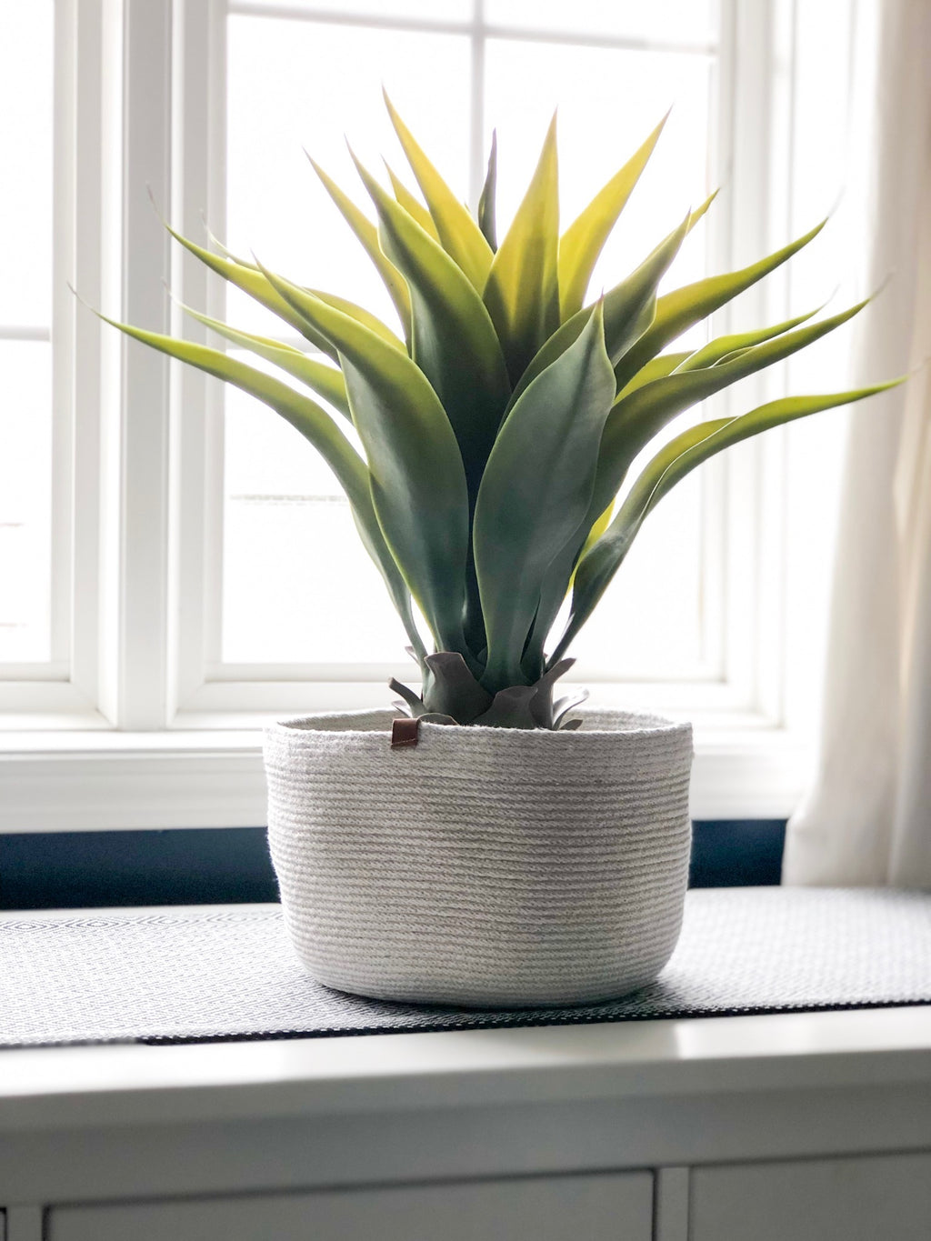 MEDIUM PLANTER / MonoTone, Woven by Amy Billinghurst