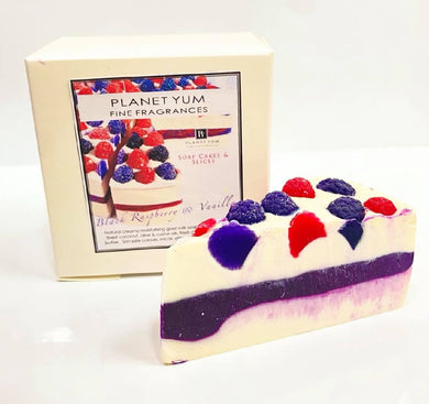 PLANET YUM SOAP CAKE SLICE BLACK RASPBERRY & VANILLA