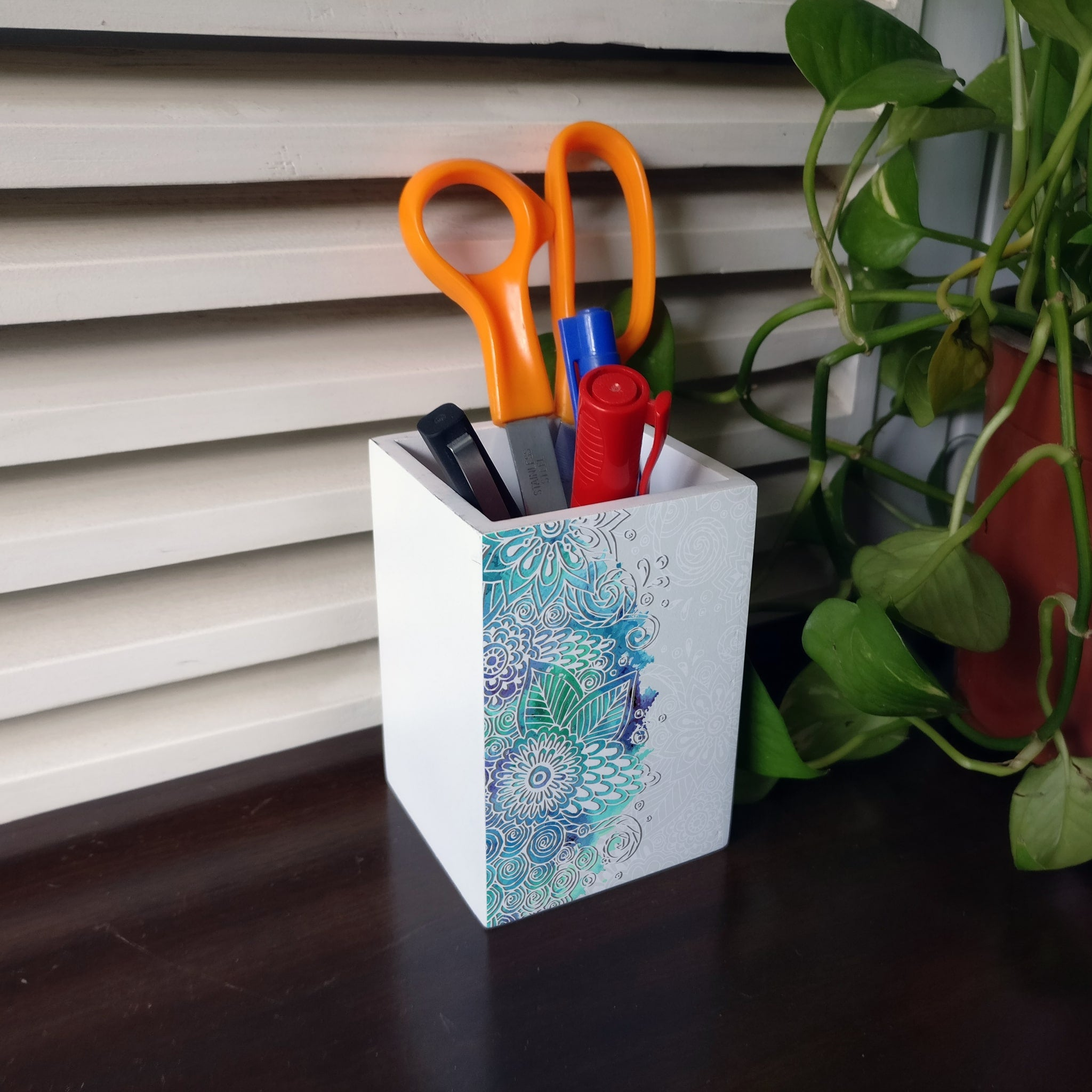 Abstract Flowers Pen Stand