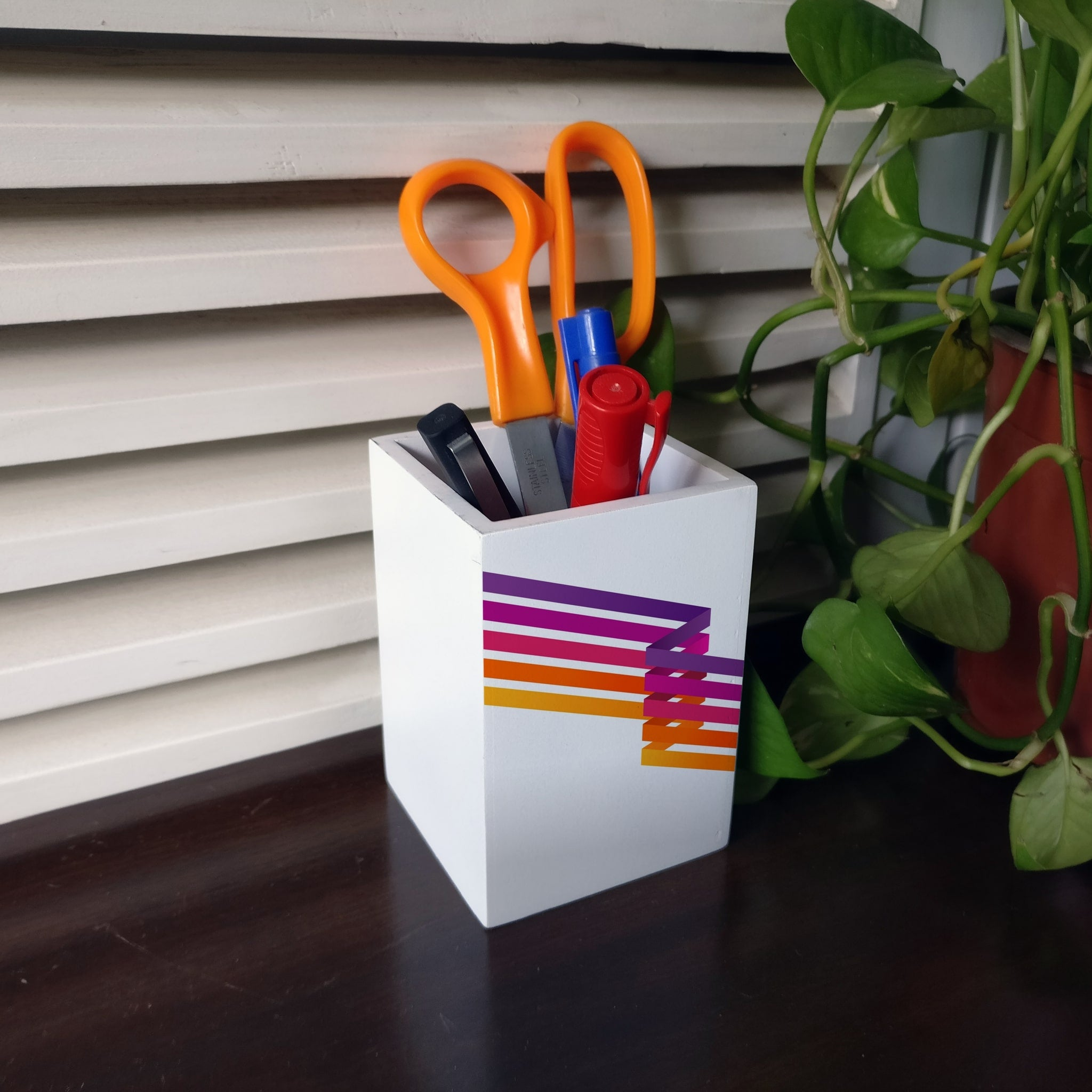 Diagonal Stripes Pen Stand
