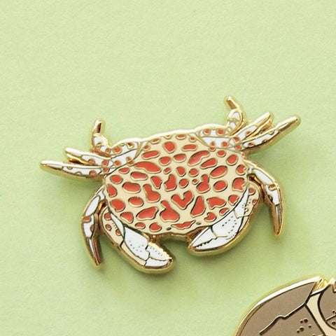 Calico crab & horsehoe crab enamel pin set