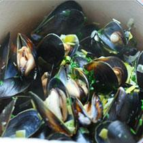 Mussels with Garlic-Parsley Butter