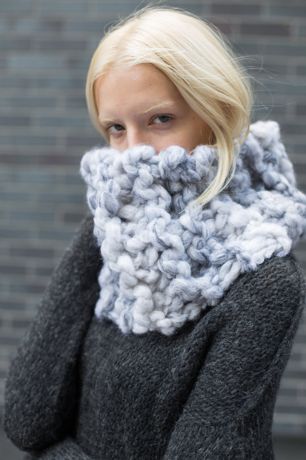Chunky knit infinity woman scarf.