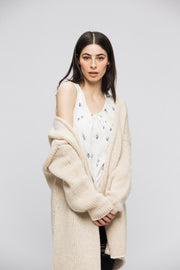 Cream Alpaca chunky knit woman cardigan.