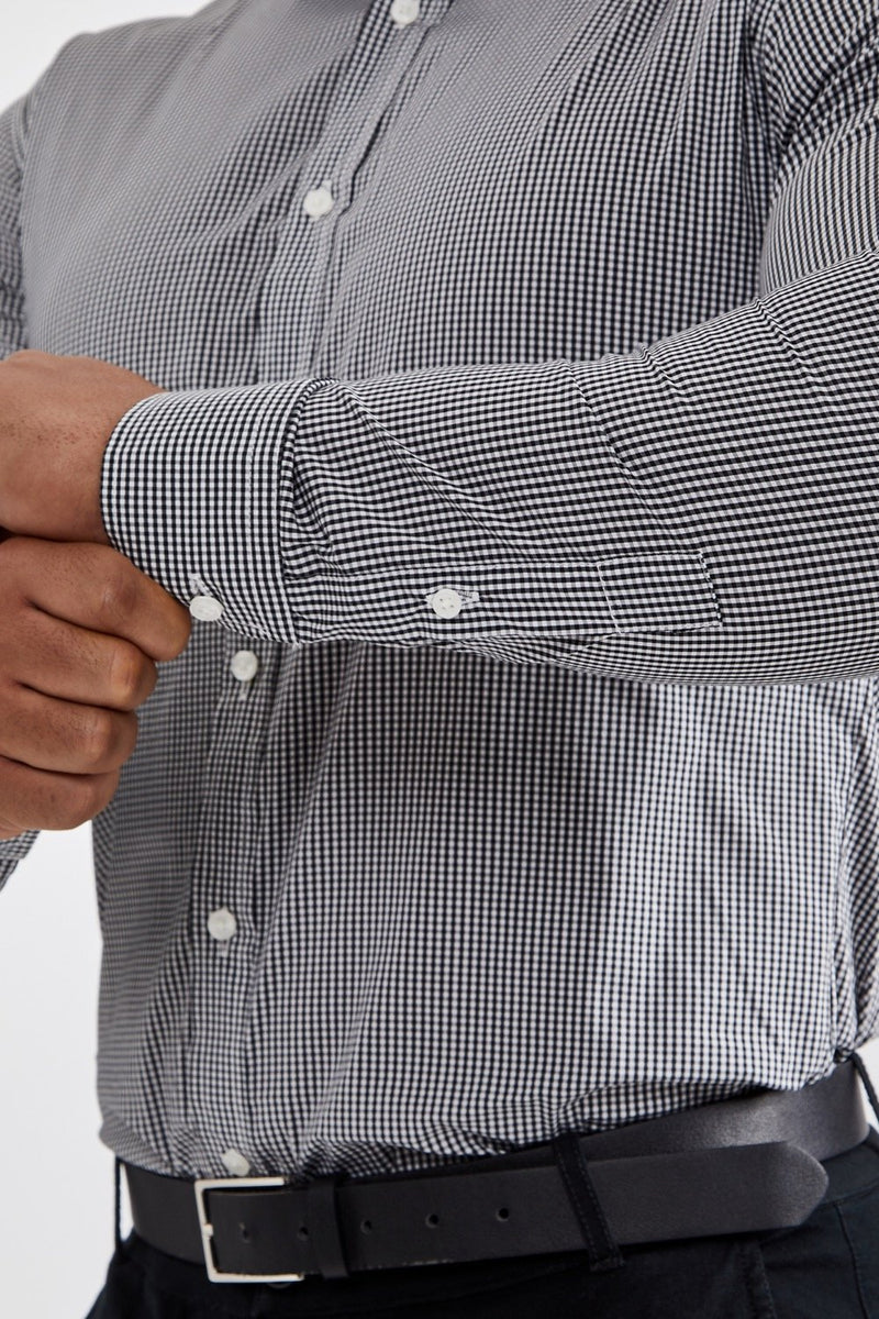 Essential Business Shirt in Checked Black