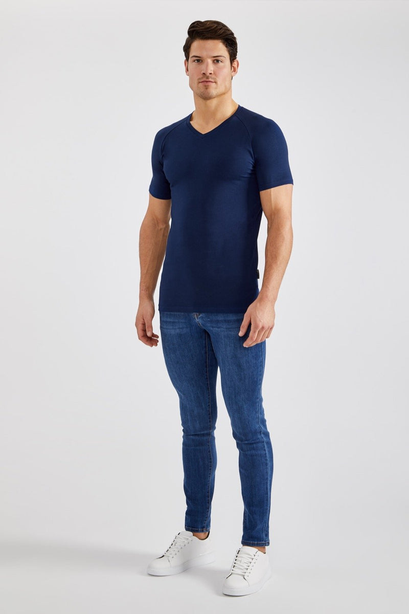 Essential V-Neck in Navy