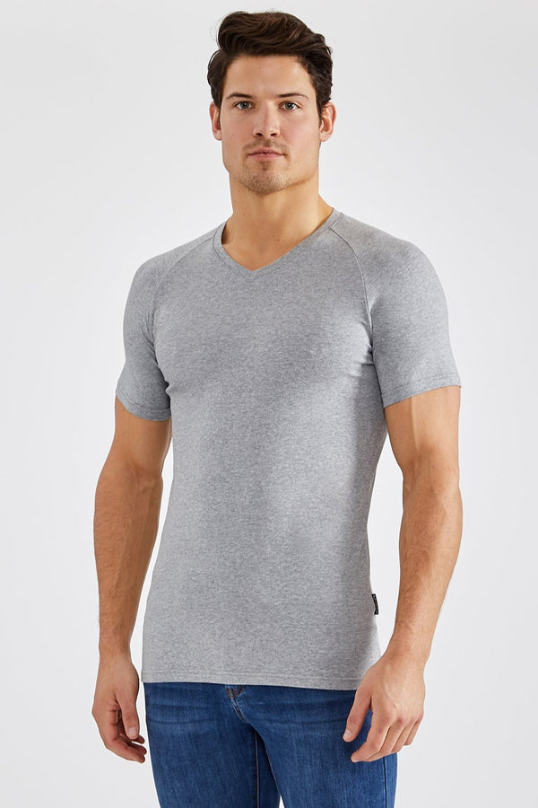 Essential V-Neck in Grey