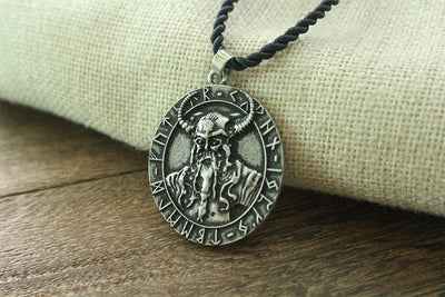 Odin Viking men necklace King Odin Warrior God Head pendant Viking Amulet Pendant Scandinavian norse VALKNUT jewelry - Mirage Novelty World
