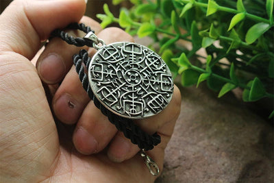 a vegvisir Viking compass symbol pendant embraced with knotwork.norse symbol men necklace - Mirage Novelty World