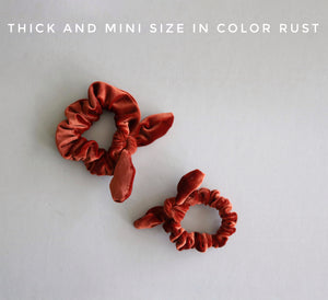 Velvet Bow Scrunchie// Rose